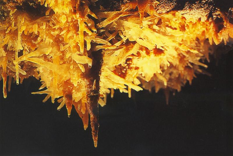 geologie-excentrique-salle-rouge-pechmerle-grotte-lot
