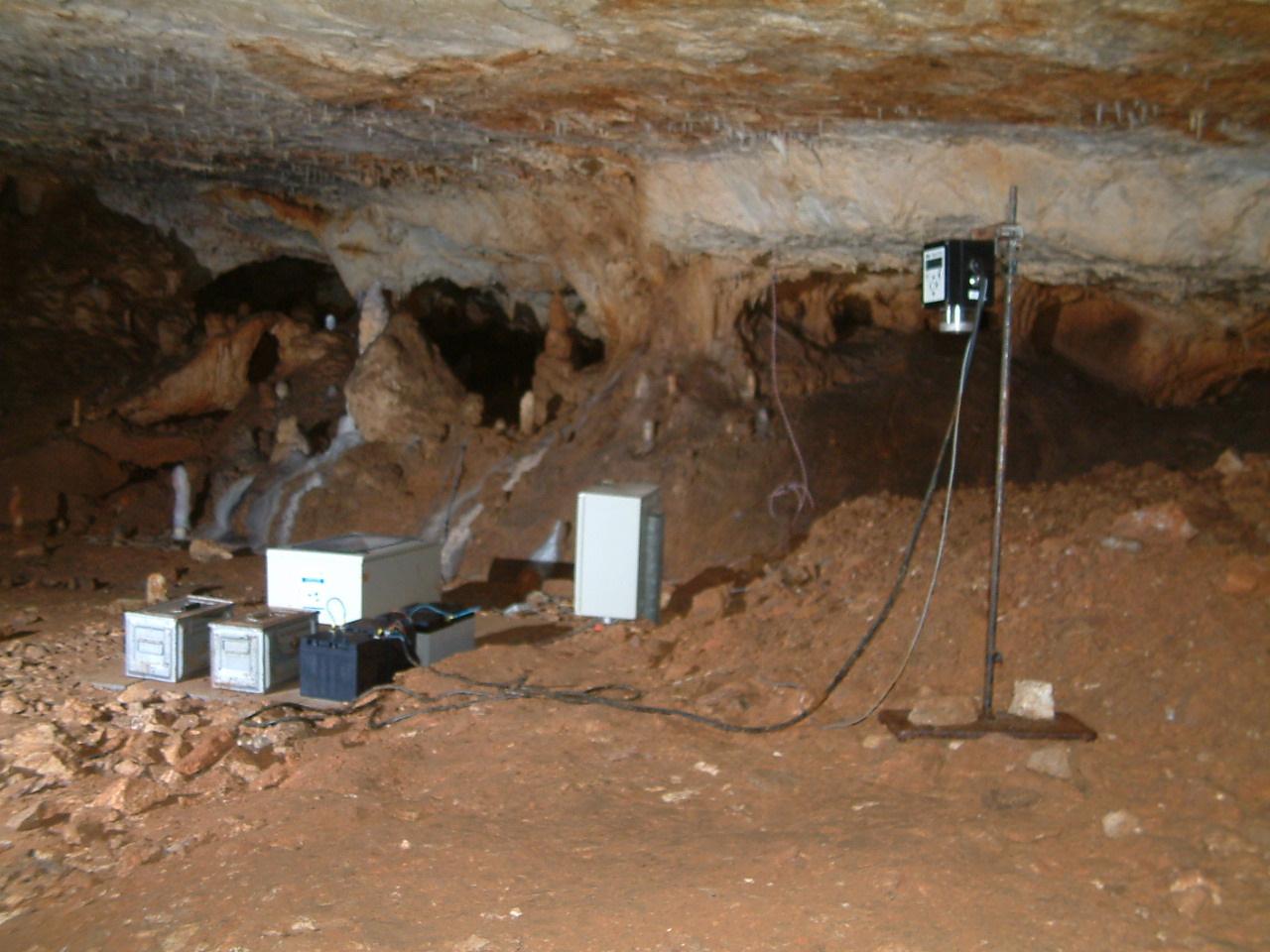 Centrale d'enregistrement des capteurs situés dans la grotte