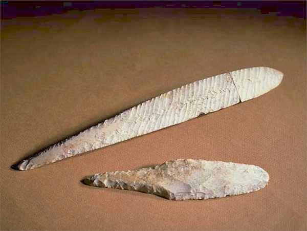 Lames de poignard en silex, fin du Néolithique  (cliché R. Delon)